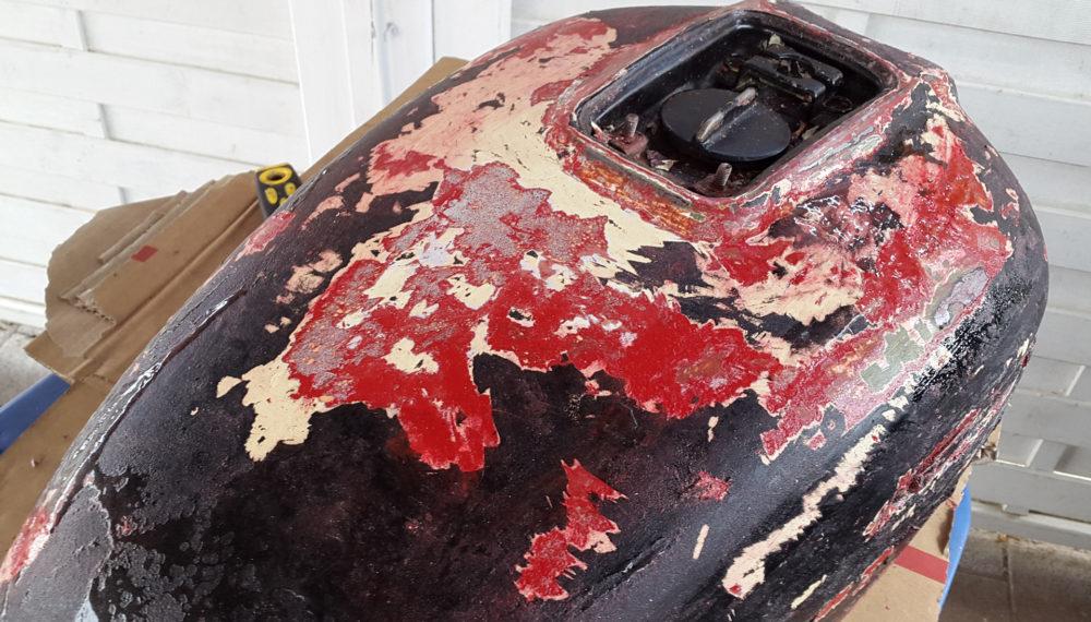 honda-cb-550-tank-entrosten-farbe-entfernen-abbeize-cafe-racer-2