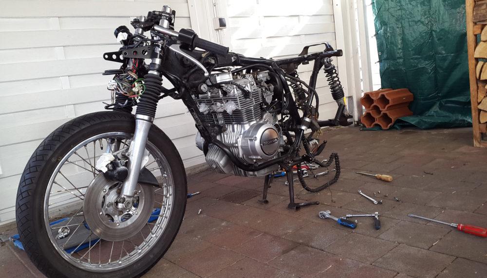 Honda CB 400 four Cafe Racer 2