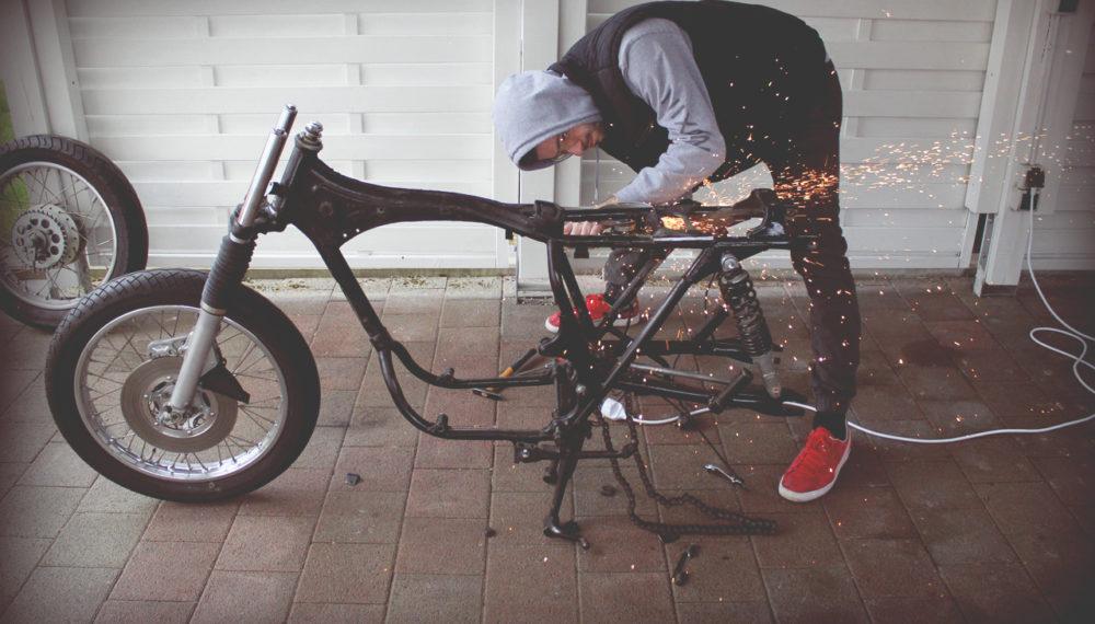 Bearbeiten des Rahmens - 550Moto | Cafe Racer Blog