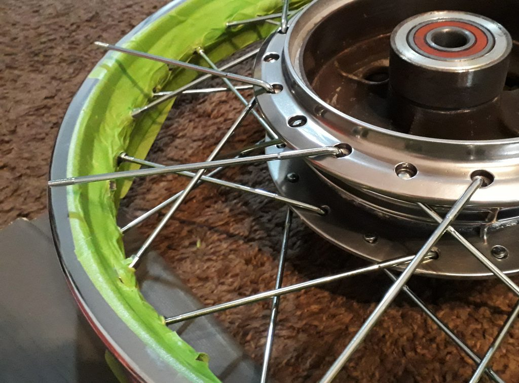 Honda CB 550 K3 Felgen Einspeichen