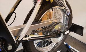Honda CB 400 Kettenschutz Seitlicher Kennzeichenhalter Cafe Racer 1